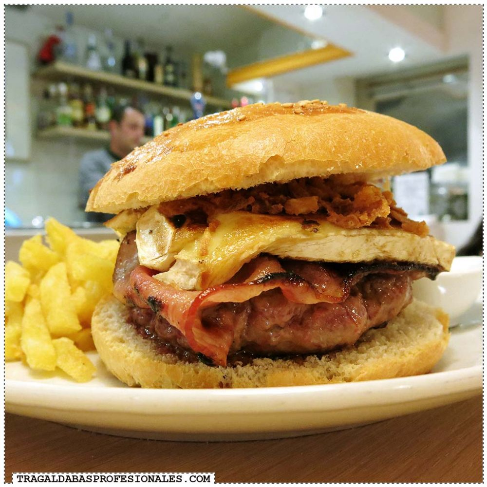 Tragaldabas Profesionales - Ruta de la Hamburguesa en Madrid - La Croquetta - Bacon Cheese Burger - Gala con bacon