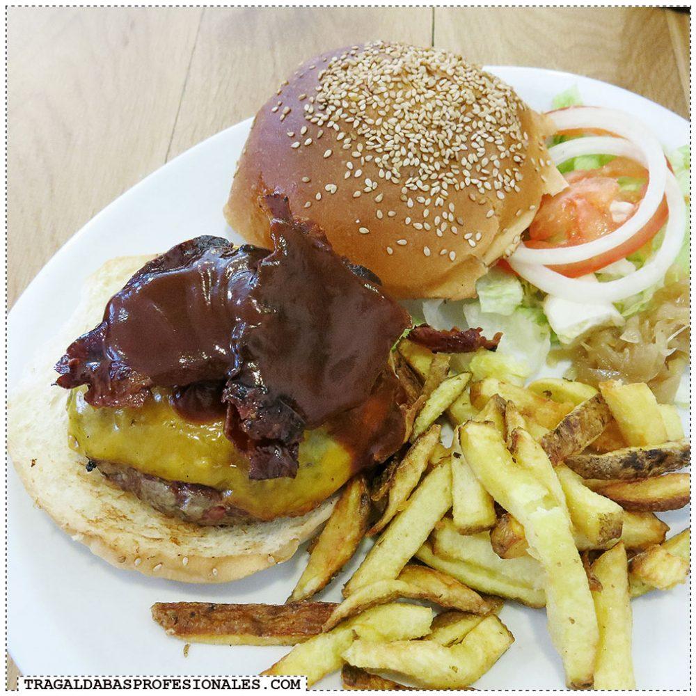 Hamburguesas en Madrid - Bacon cheese burger - Tragaldabas Profesionales - Restaurante Mad Grill