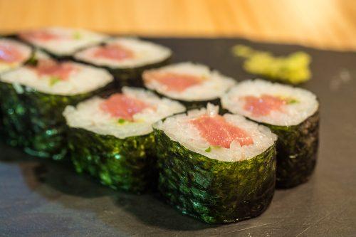 sushi-en-bici-madrid-tragaldabas-profesionales-hosomaki-atun-chutoro